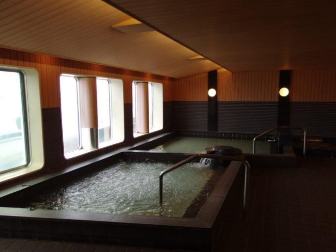 太平洋フェリーきそ男子展望大浴場内部