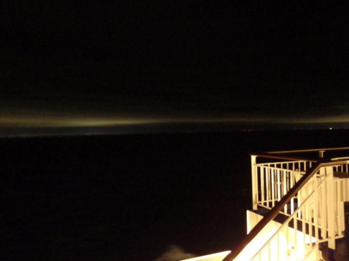 太平洋フェリーきそデッキから望む地上の光
