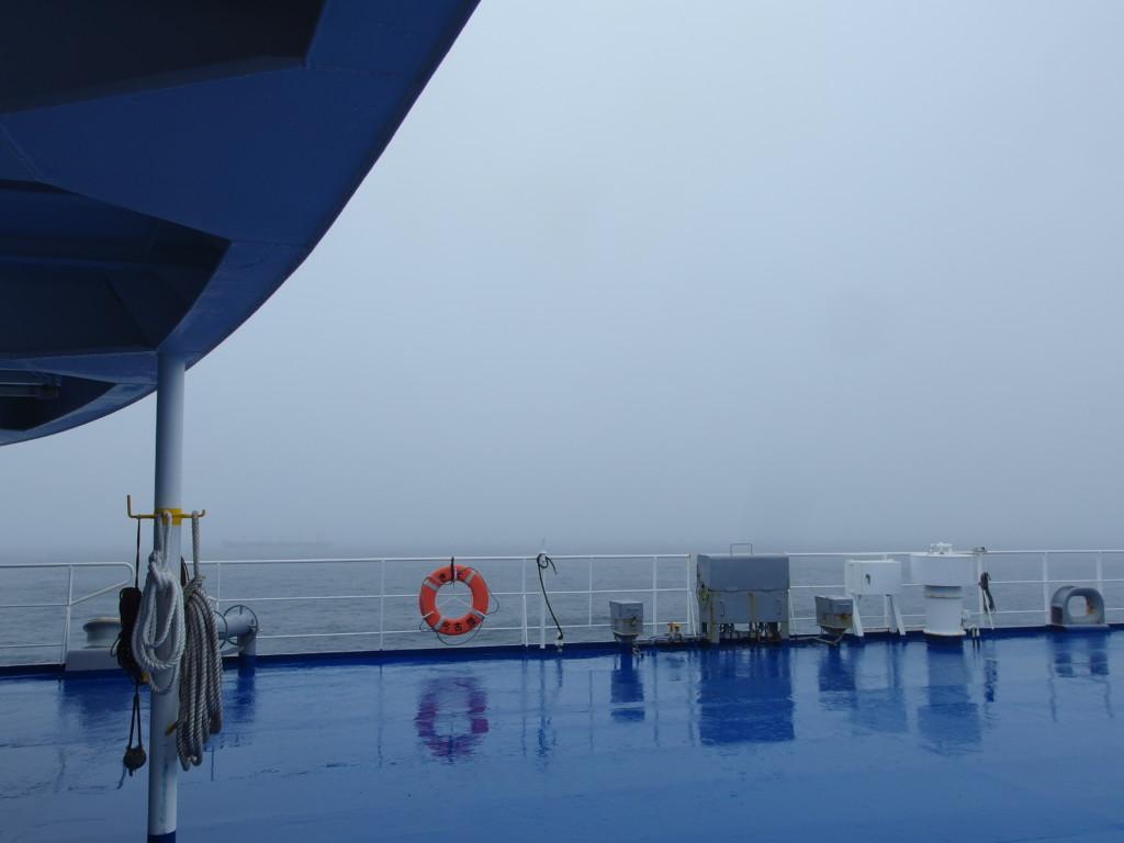 太平洋フェリーきそで迎える雨の朝