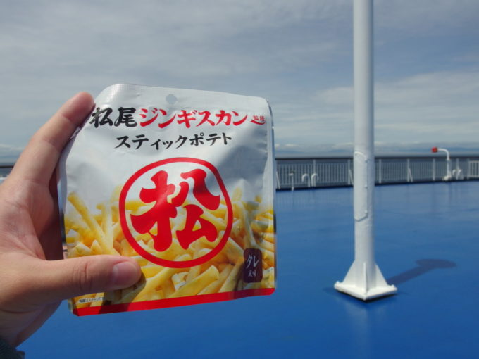 太平洋フェリーきそ船内売店で買った松尾ジンギスカン監修スティックポテト
