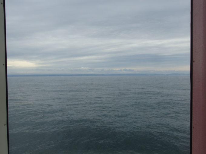 太平洋フェリーきそマーメイドクラブの窓から眺める大海原