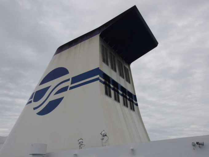 太平洋フェリーきそデッキに聳える巨大なファンネル