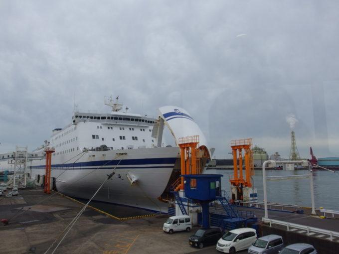 仙台港フェリーターミナルボーディングブリッジから振り返る太平洋フェリーきそ