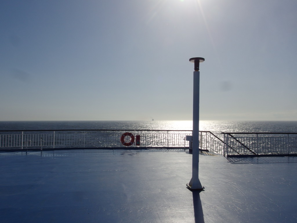 太平洋フェリーきそ青森沖で迎える晴天の朝