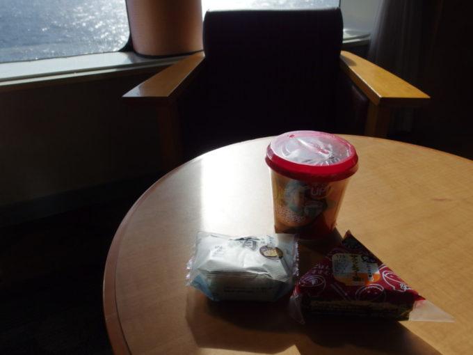 太平洋フェリーきそで海原を眺めながらの朝食