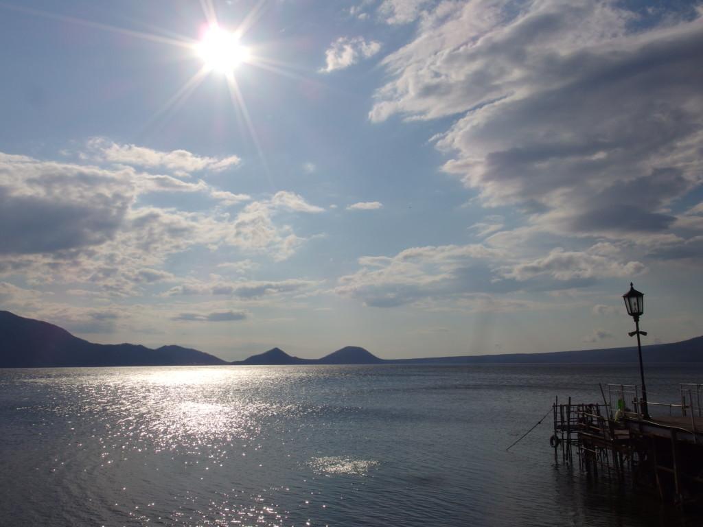 支笏湖畔に佇む一軒宿丸駒温泉旅館で迎える朝