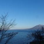 支笏湖畔に佇む一軒宿丸駒温泉旅館からの眺め