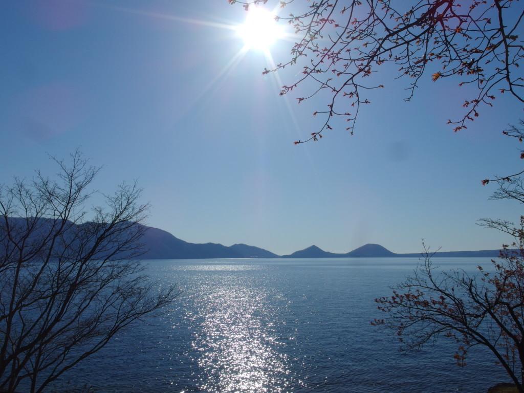 支笏湖畔に佇む一軒宿丸駒温泉旅館で迎えるゴールデンウイークの煌めく朝