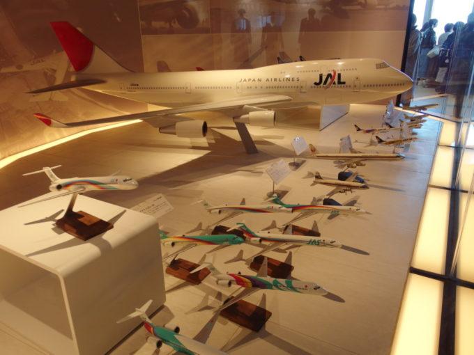 新千歳空港内エアポートミュージアムに並ぶ飛行機の模型