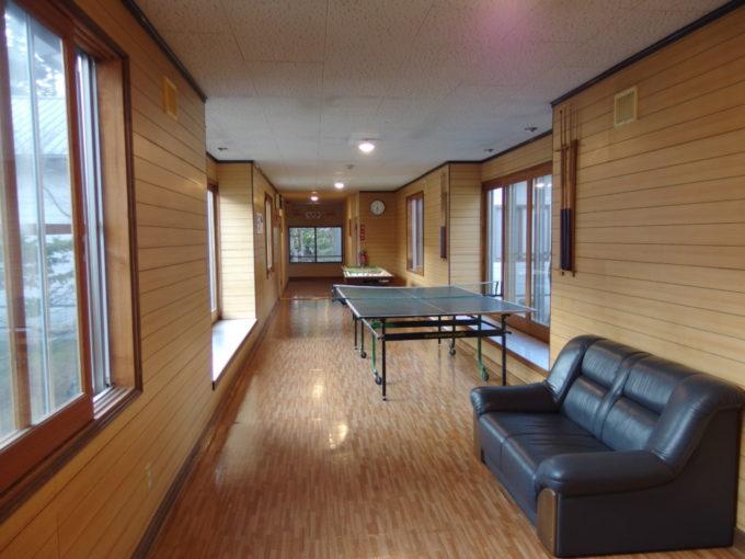 カルルス温泉鈴木旅館卓球台のある廊下