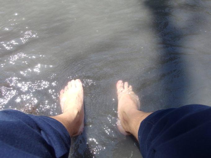 大湯沼川天然足湯適温で気持ち良い