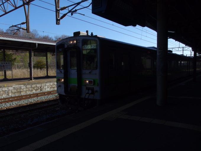 室蘭本線キハ141系苫小牧行き普通列車