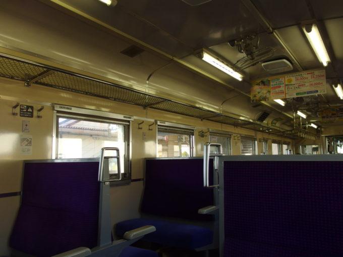 日高本線キハ40モケットの張り替えられた車内