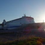 苫小牧東港フェリーターミナルに停泊中の新日本海フェリーらいらっく秋田経由新潟行き
