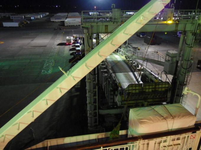 新日本海フェリーらいらっくランプウェイが外されまもなく苫小牧東港を出港