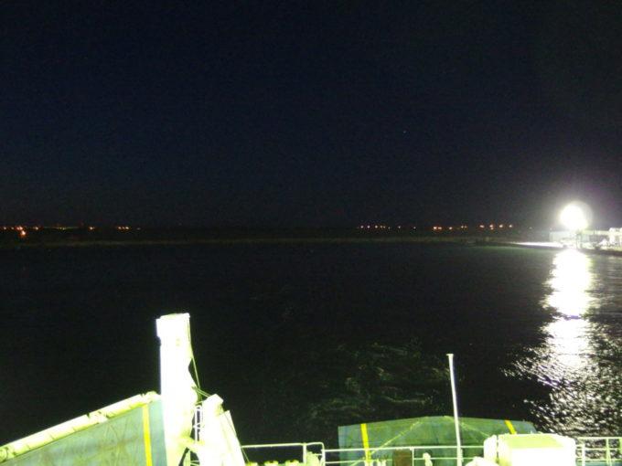 新日本海フェリーらいらっく船尾から眺める遠ざかる北海道の灯り