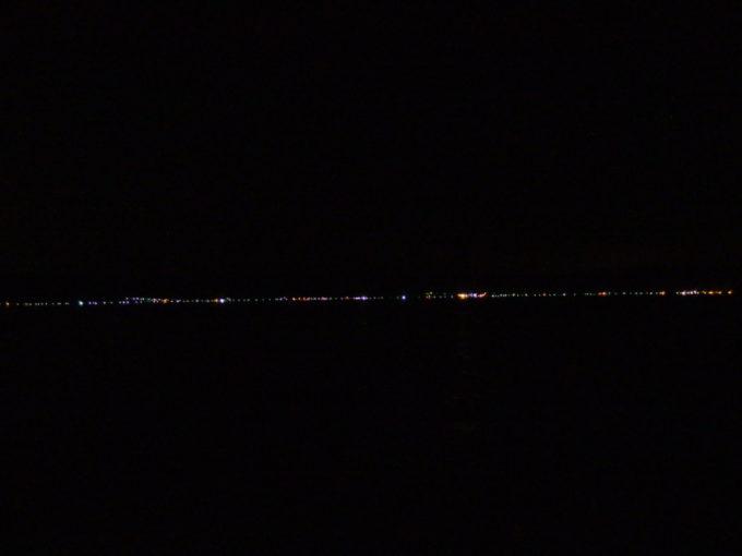新日本海フェリーらいらっく遠くに流れる北海道の街の灯り