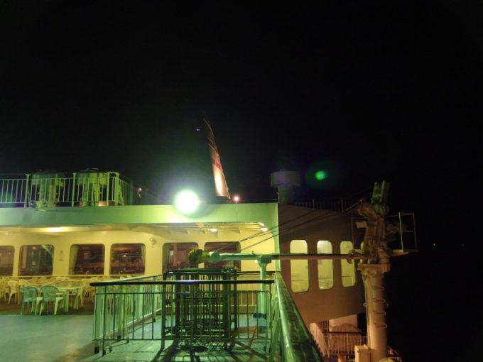 新日本海フェリーらいらっく夜闇に浮かぶファンネルマーク
