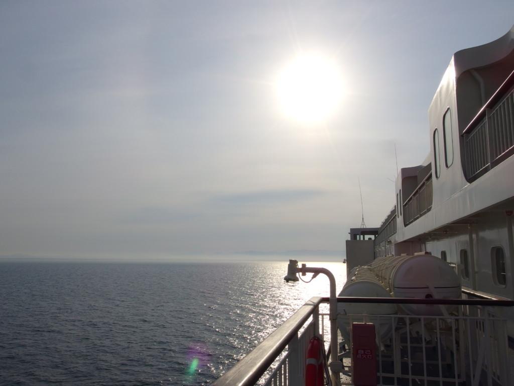 新日本海フェリーらいらっく日本海洋上で迎える爽やかな朝