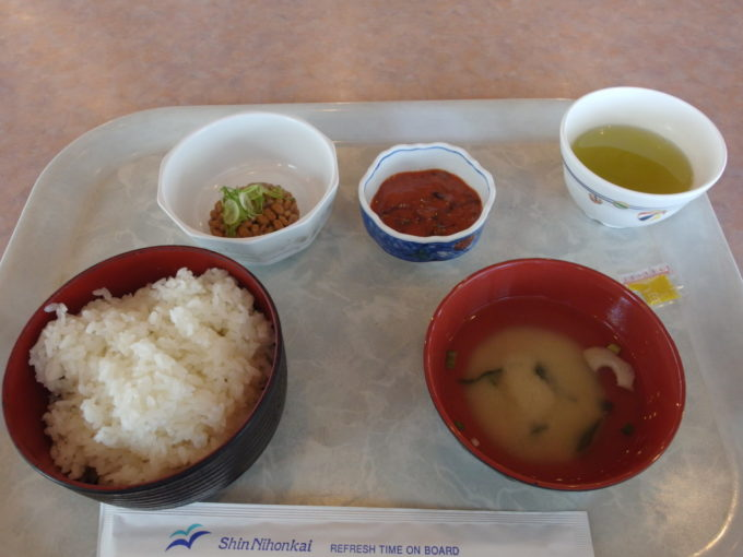 新日本海フェリーらいらっくレストランタヒチで朝食を