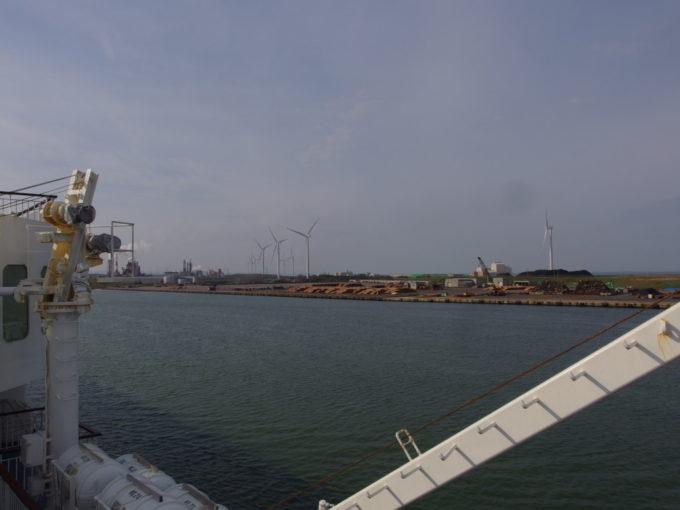 新日本海フェリーらいらっくは寄港地である秋田港へ入港