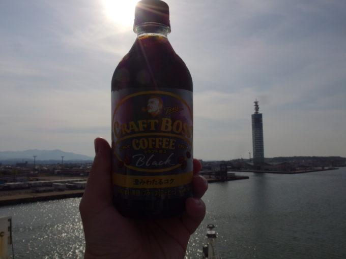 新日本海フェリーらいらっく秋田港を眺めながら飲むモーニングコーヒー