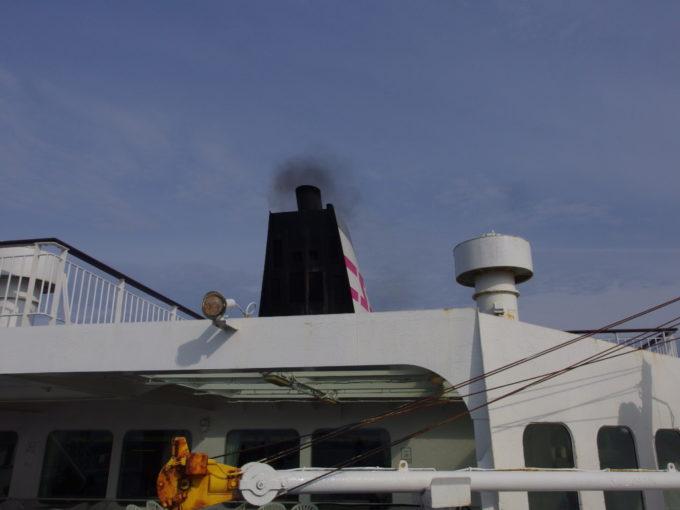 新日本海フェリーらいらっくデッキから眺めるファンネル