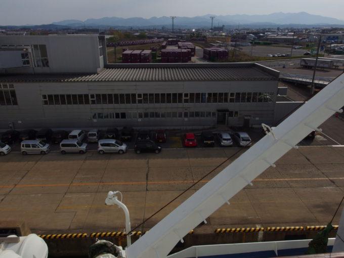 新日本海フェリーらいらっく寄港地である秋田港から出港