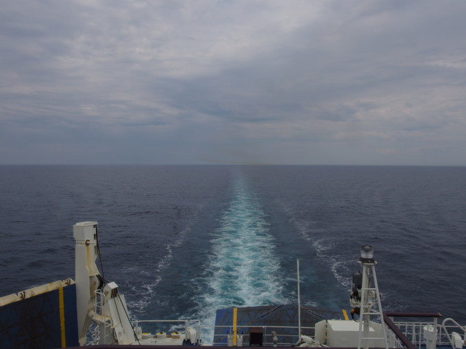 新日本海フェリーらいらっく日本海にのびる航跡