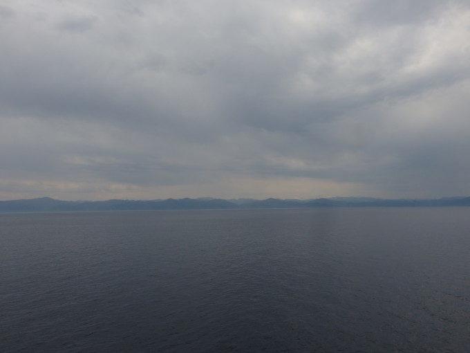 新日本海フェリーらいらっくデッキから望む奥羽山脈