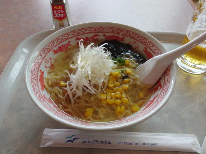 新日本海フェリーらいらっくレストランタヒチで知床塩ラーメンの昼食を