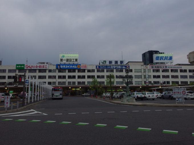 ゴールデンウイーク最終日曇天に覆われる新潟駅