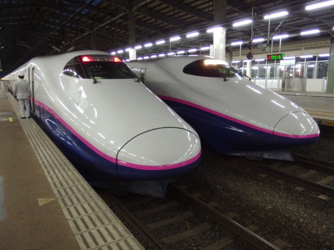 新潟駅に停車中のE2系とき東京行き