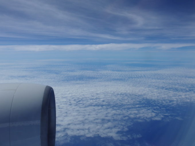 ANAB777那覇を目指して大海原の上空を飛ぶ