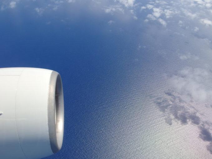 ANAB777から眺めるサテンのように輝く美しい沖縄の海