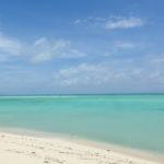 爽快な青さに輝く竹富島のコンドイビーチ