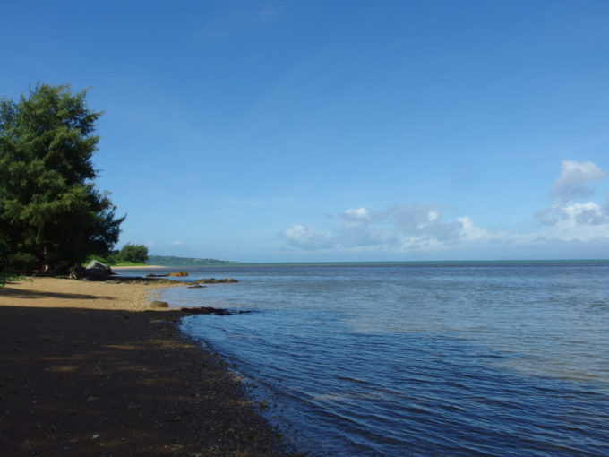 夏の石垣島静けさに包まれる青い名蔵湾