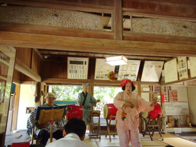 夏の石垣やいま村旧牧志邸で見る瓶踊り