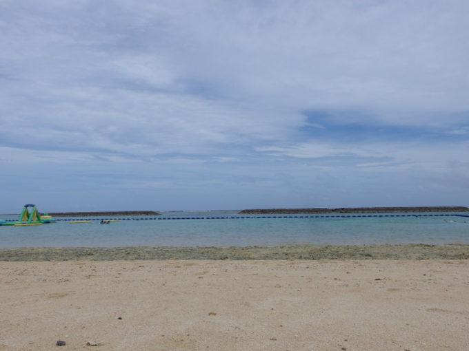 夏の石垣島晴れ間も見え始めた真栄里ビーチ