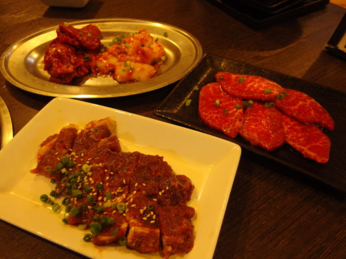 石垣島焼肉ホルモン山ちゃんの部屋ロース・小腸・豚の味噌漬け