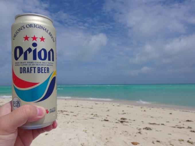 夏の石垣島竹富島爽快な青さをつまみに飲むオリオンビール