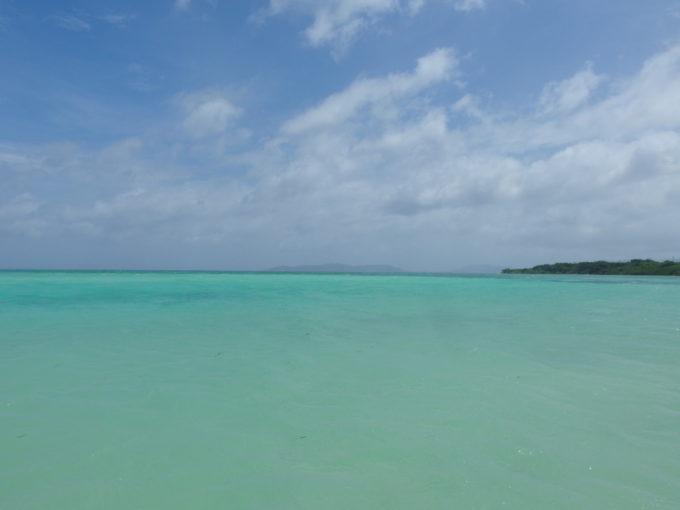 夏の石垣島竹富島コンドイビーチ様々な表情を見せる八重山ブルー