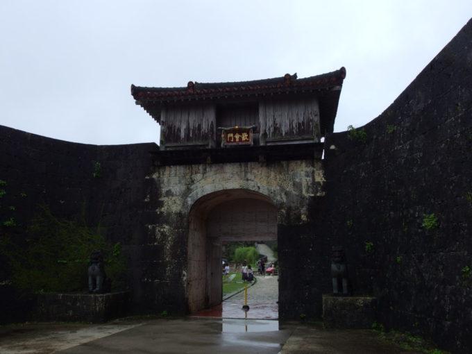 夏の沖縄那覇首里城歓会門