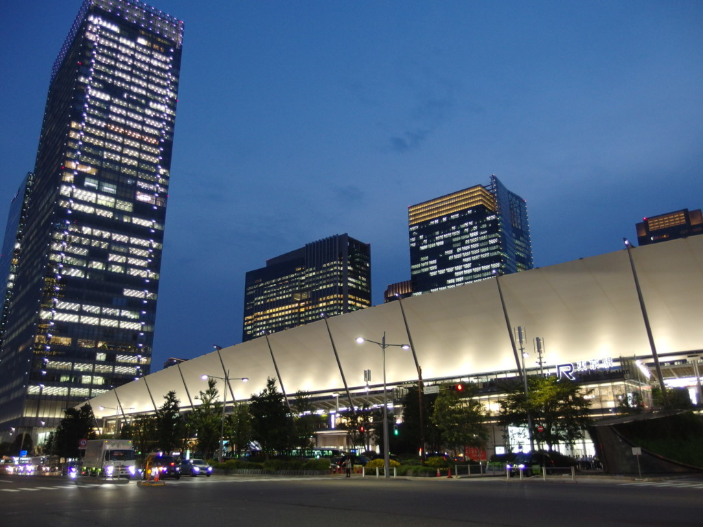 夏の夕暮れ東京駅八重洲口