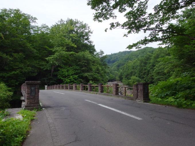 夏の青森国道103号線昭和9年竣工の通天橋