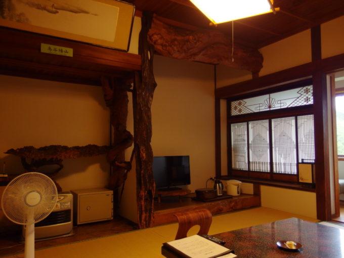 蔦温泉旅館重厚かつ味わい深い本館客室