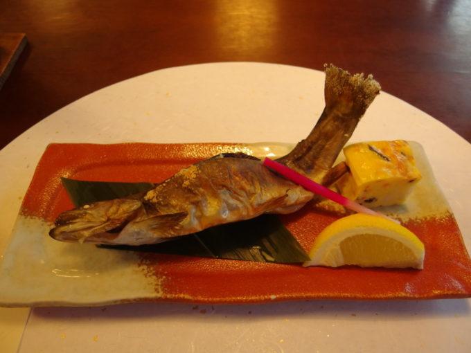 蔦温泉旅館1泊目夕食十和田産岩魚姿焼き