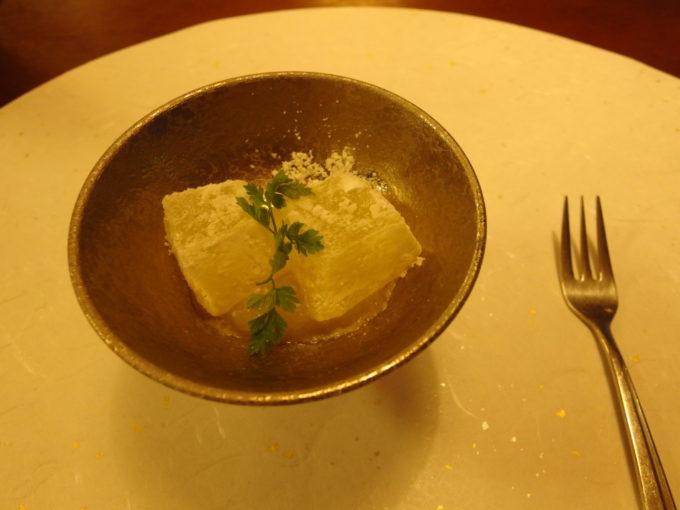 蔦温泉旅館1泊目夕食りんごの蕨餅