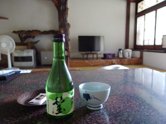 夏の蔦温泉旅館桃川杉玉純米酒でいけない昼酒を
