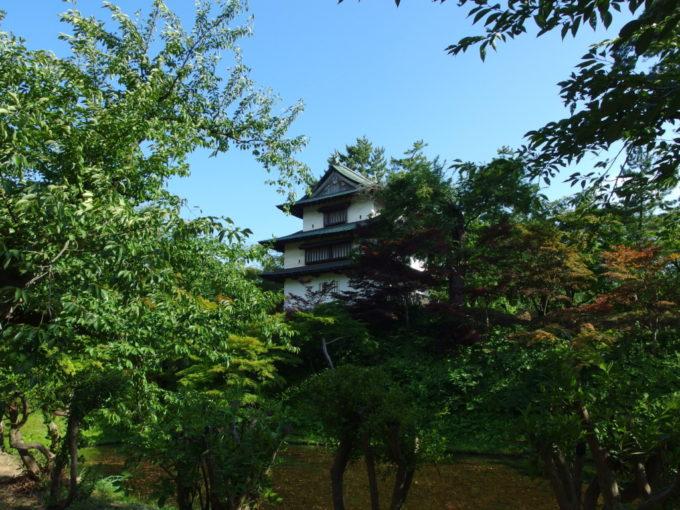 夏の弘前城丑寅櫓